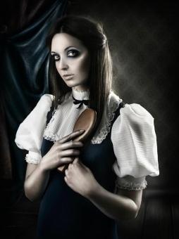 Asistente de estilismo de moda en el taller de fotografía de moda y fantasía de Rebeca Saray [Alicante, 2011].