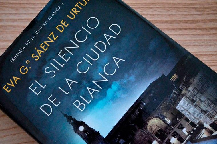 El silencio de la ciudad blanca de Eva García Sáenz de Urturi: el macabro regreso de un asesino ritual