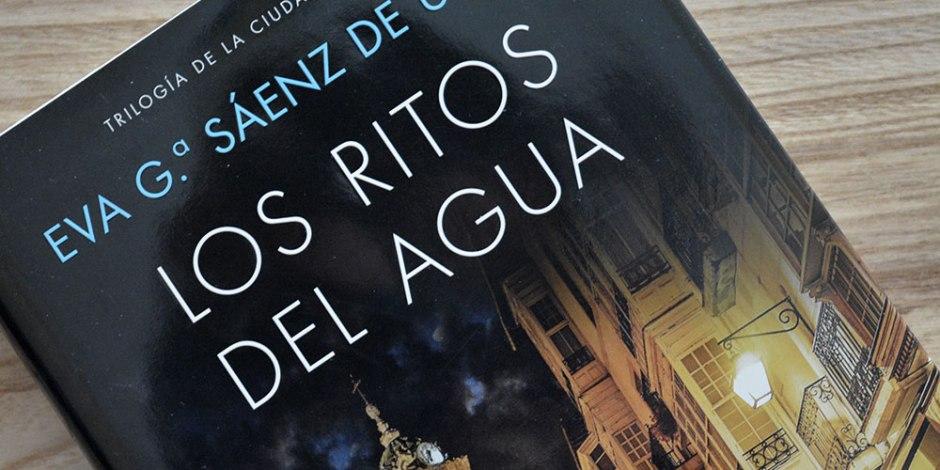 Los ritos del agua de Eva García Sáenz de Urturi: un asesino en serie y un espantoso rito de castigo ancestral